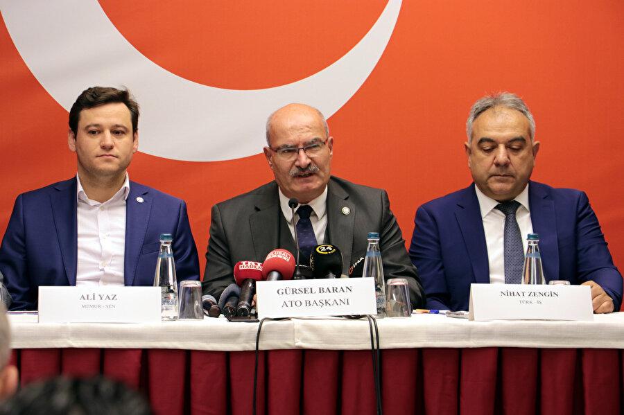 Ankara Ticaret Odası (ATO) Yönetim Kurulu Başkanı Gürsel Baran, bir konuşma yaparken görünüyor.