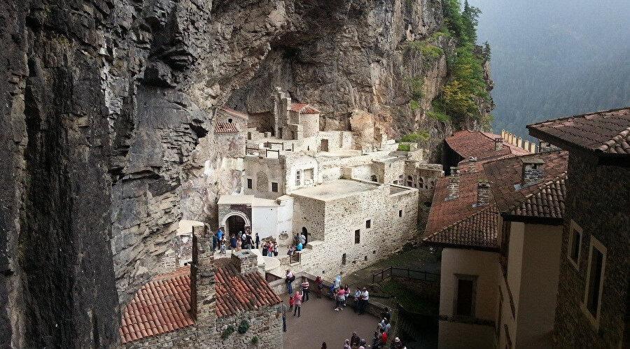 Trabzon'da bulunan Sümela Manastırı sayesinde bu yıl yaklaşık 313 milyon dolar gelir elde edildi.