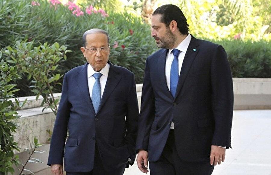 Cumhurbaşkanı Mişel Avn (solda) istifa eden Başbakan Saad el-Hariri.