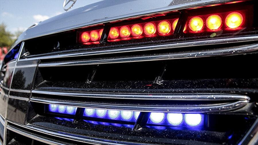 Çakar lamba tespit edilen pek çok araca cezai işlem uygulandı.
