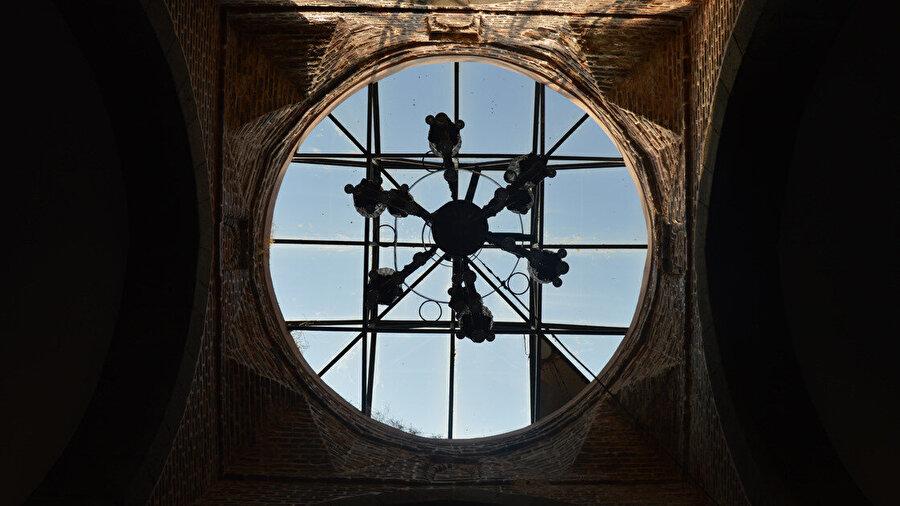 Taşhan Kervansarayı Pars armasıyla dikkati çekiyor. Yapının turizme kazandırılması amaçlanıyor.
