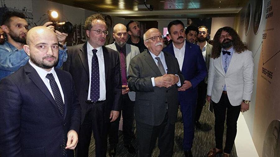 AK Parti Eskişehir Milletvekili Prof. Dr. Nabi Avcı'da sergiye gelen isimler arasındaydı.