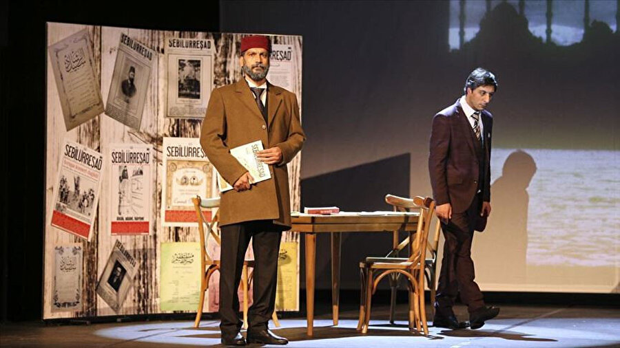 Mehmet Akif Ersoy'un anlatıldığı oyun tiyatroseverlerle buluşuyor.
