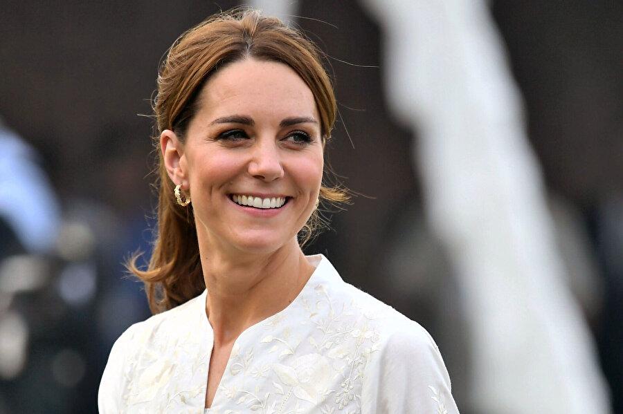 Kate Middleton, Meghan'a karşı örnek olarak gösteriliyor.