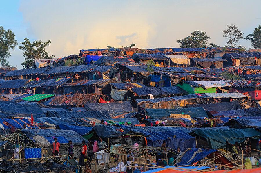 Rohingyaların kendi köylerini bile ziyaret etmesi yasak.( Fotoğraf: Erhan İdiz)