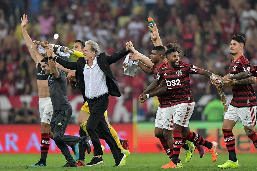 Flamengo yarı final maçında Gremio'yu eleyerek finale yükseldi.