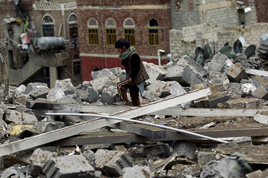 Yemen'de yılllar süren iç savaşta mağdur olan kesimlerin başında çocuklar geliyor.