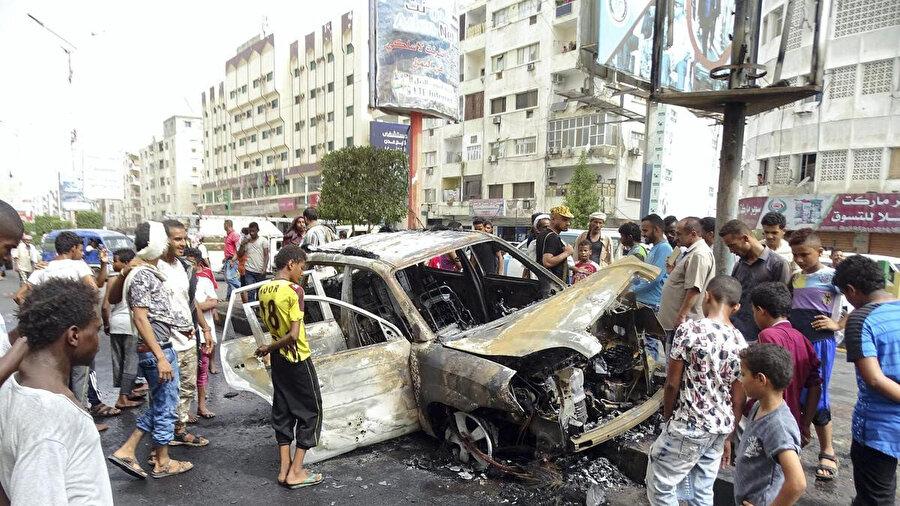 Yemen güçlerinin kontrolündeki geçici başkent Aden'de meydana gelen bir patlama.