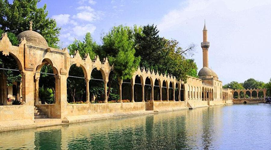 Melikü'l-Eşref'in yaptırdığı Halilurrahman cami.