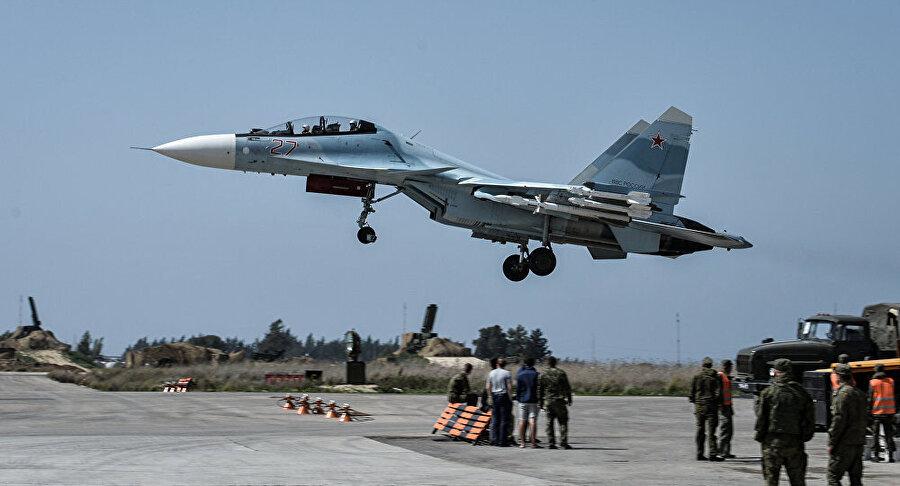 Suriye'ye ölüm yağdıran Rus savaş uçakları Sukhoi.