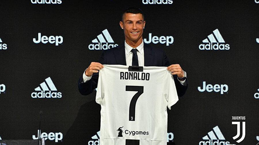 Cristiano Ronaldo'nun Juventus'a transferi tarihin en pahalı transferleri listesinde de kendine yer buldu.