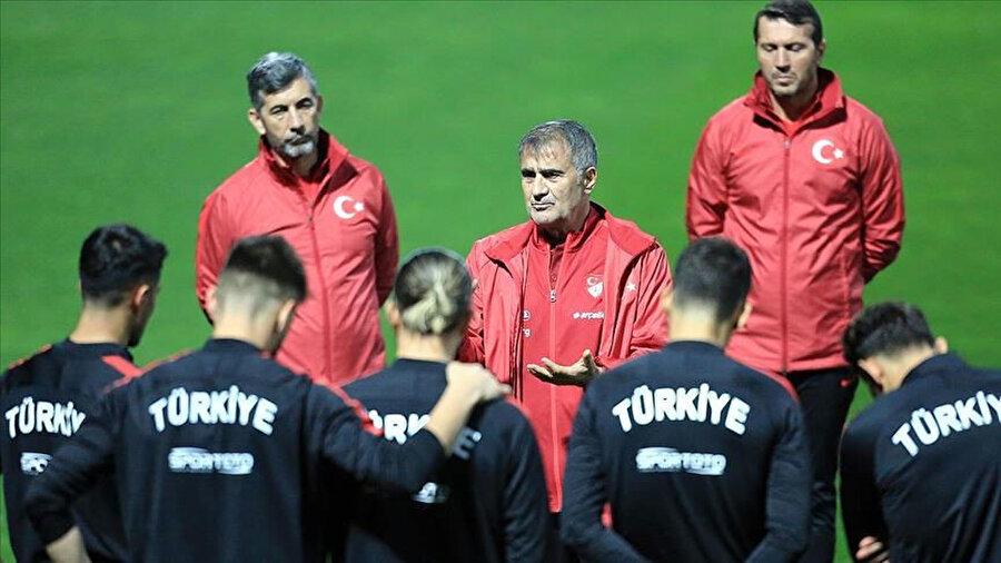 A Milli Takım Şenol Güneş önderliğinde İzlanda maçı öncesi son hazırlıklarını yaptı.