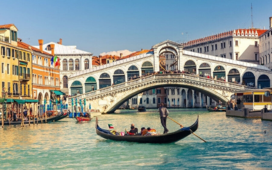 Venedik'i her yıl 19 milyon civarında turist ziyaret ediyor.