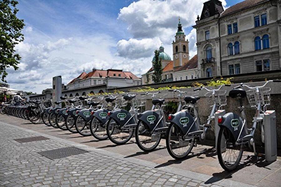 Şehri bisiklet ya da elektrikli scooter ile gezebilirsiniz.