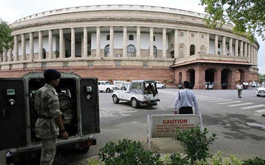 2001 yılında Delhi'deki parlamento binası hedef alındı.