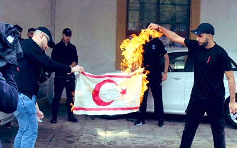 KKTC bayrağının yakıldığı anlar