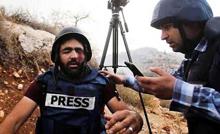 Gözünden yaralanan gazeteci Muaz El-Amarine