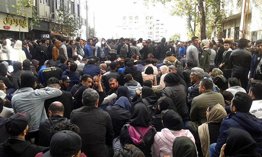 Gösterilere katılan eylemciler gözaltına alındı.
