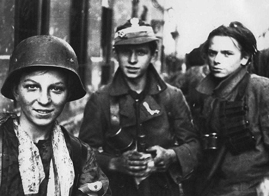 Nazi Almanyası'nın işgali altında olduğu dönemde Polonya'daki direniş hareketi Armiya Krayova'nın genç neferleri.