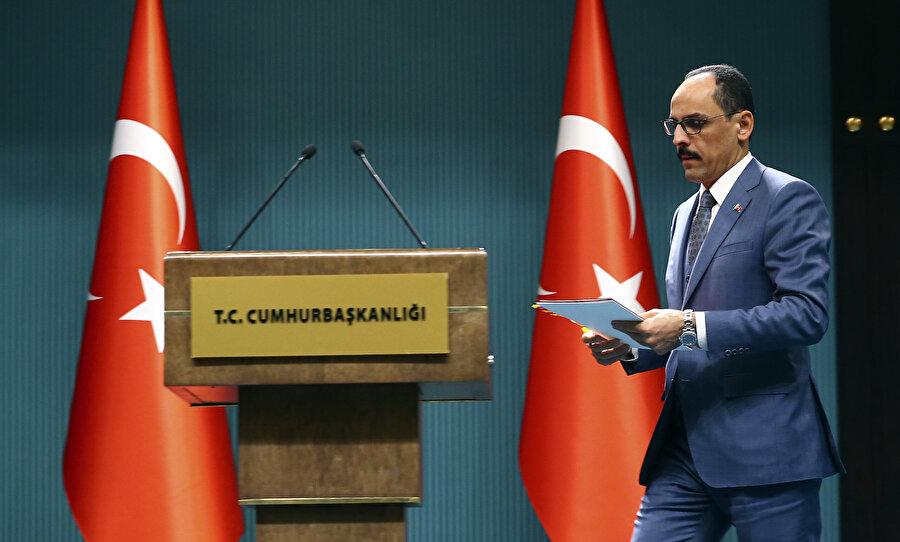 Cumhurbaşkanlığı Sözcüsü İbrahim Kalın, gerçekleştirdiği basın toplantısında siyanür içerek yapılan intiharlar hakkında izlenecek yola ilişkin konuştu.