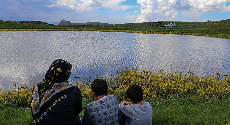 Dipsiz Göl yaşanan doğa tahribatı öncesinde güzelliğiyle kendisine hayran bırakıyordu.