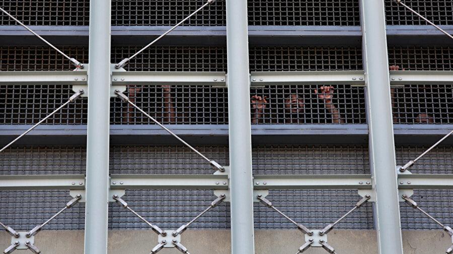 New York Manhattan Metropolitan Merkez Hapishanesi'nden yakın bir görüntü