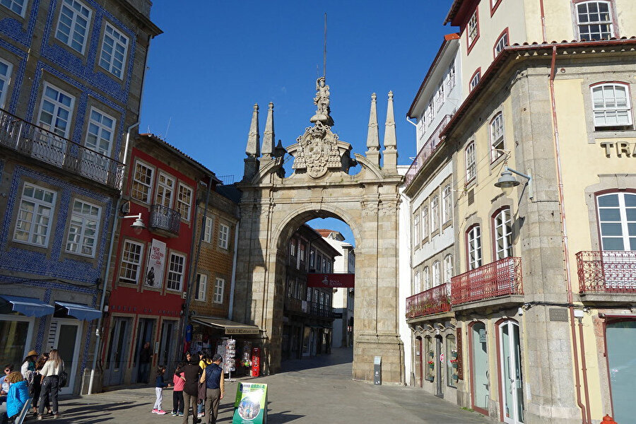 Arco da Porta Nova.