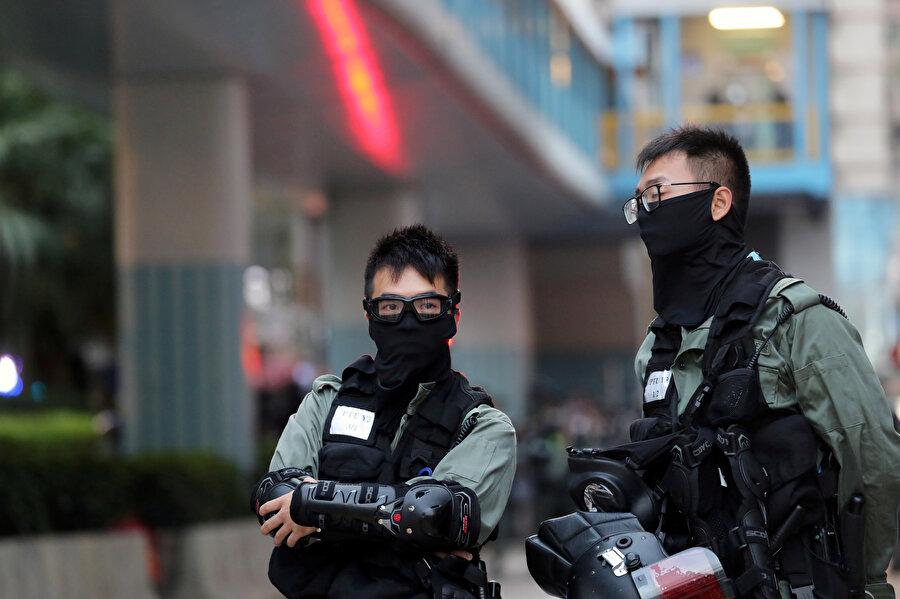 Protestolarda görev alan güvenlik güçleri.