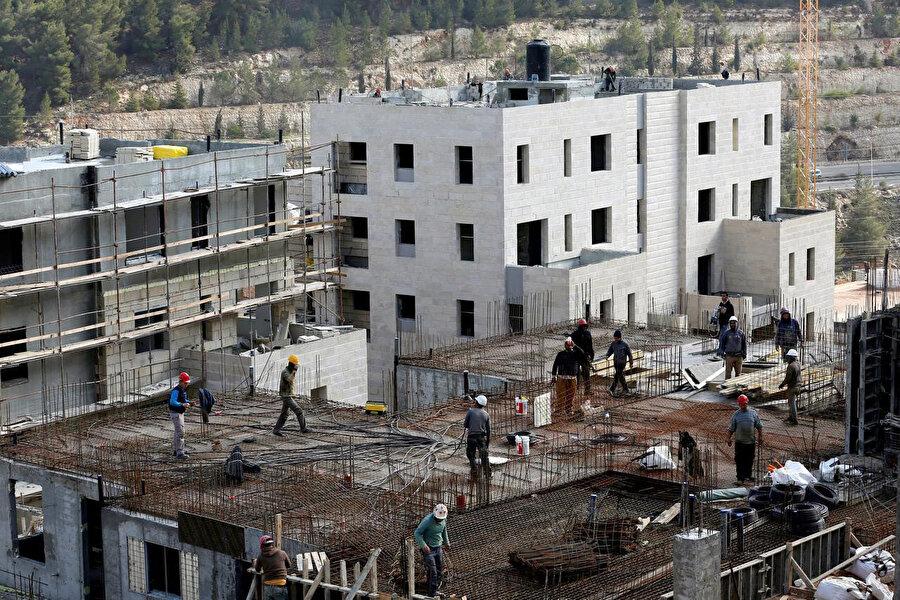 İşgal altındaki Doğu Kudüs'te Yahudi yerleşim birimi inşaatları hızla devam ediyor.