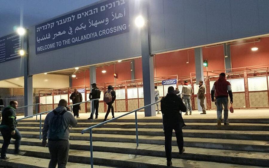 İsrail'in, Kalendiya bölgesinde yeni inşa ettiği kontrol noktası.