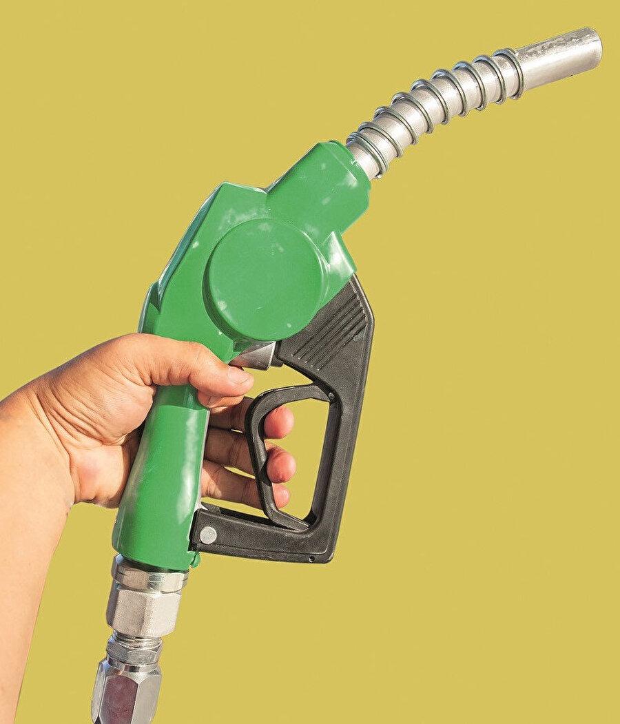 Dünya toplam petrol rezervinin 244 milyar ton, tüketiminin de yaklaşık 14 milyar ton olduğu görülmektedir.