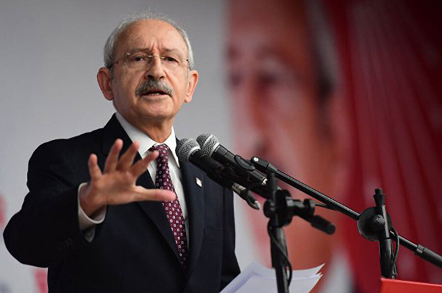 Kemal Kılıçdaroğlu, 22 Mayıs 2010 tarihinde yapılan 33. Olağan CHP Kurultayı'nda, 1249 delegeden 1200'ünün imzasını alarak ve tek aday olarak girdiği kurultayda geçerli 1189 oyun tamamını alarak CHP'nin 7. Genel Başkan'ı olmuştu.