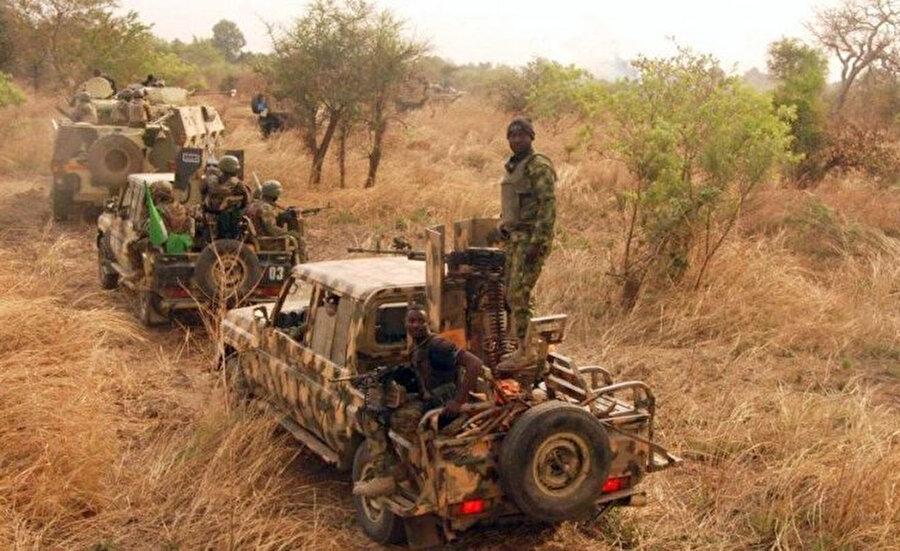 Nijerya ordu birlikleri, Sambisa Ormanı'nı Boko Haram militanlarından temizlemeye çalışıyor.