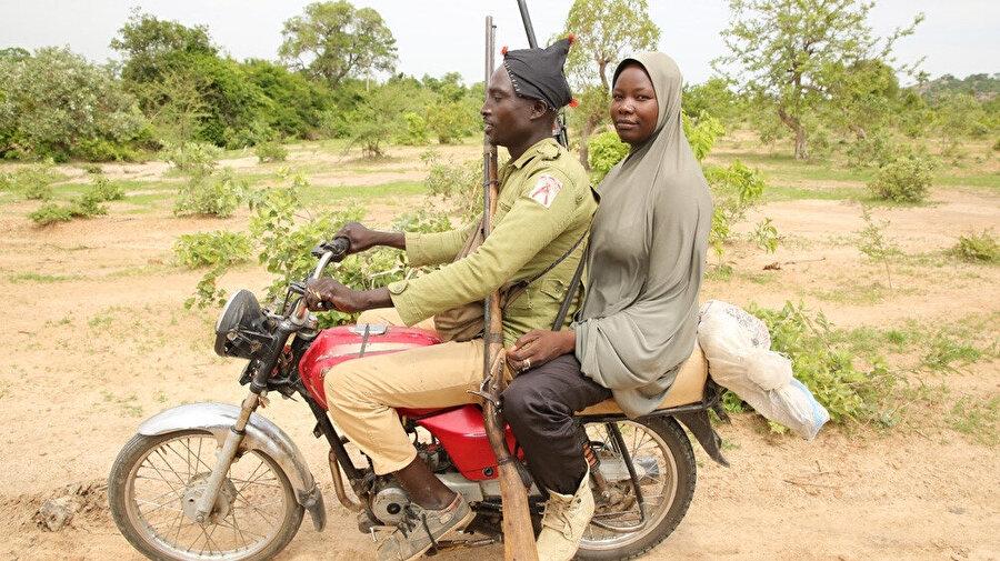 Boko Haram ile savaşan askerlere destek veren ilk kadın olan Gumbi'den sonra pek çok kadın Boko Haram ile mücadelede etkin rol almaya başladı.