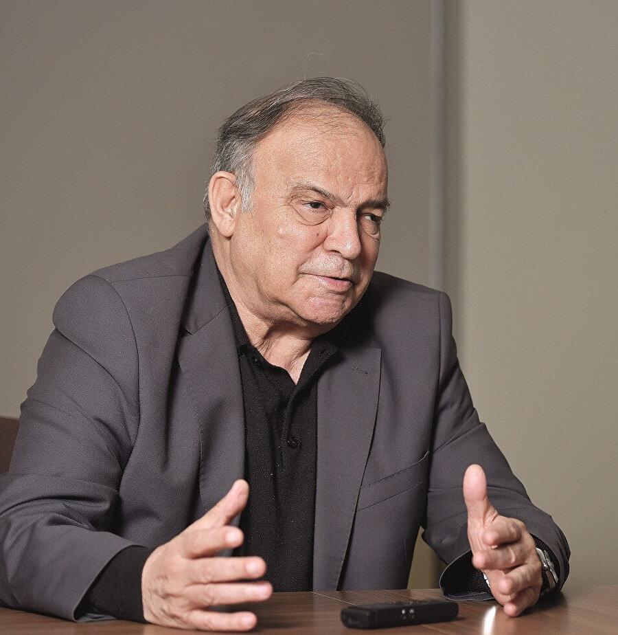 """Avni Özgürel, """"CHP, 1950 sonrası iktidar partisi olmaktan çıktı, müzmin bir muhalefet partisine dönüştü"""" dedi..."""