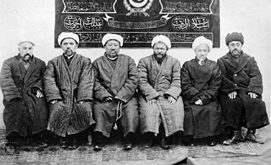 1933'de kurulan Doğu Türkistan İslam Cumhuriyeti'nin bakanları.