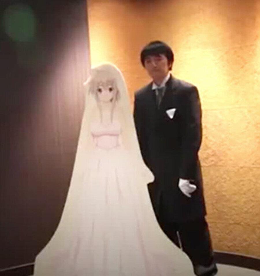 Çizgi film karakteriyle evlenen Japon genci