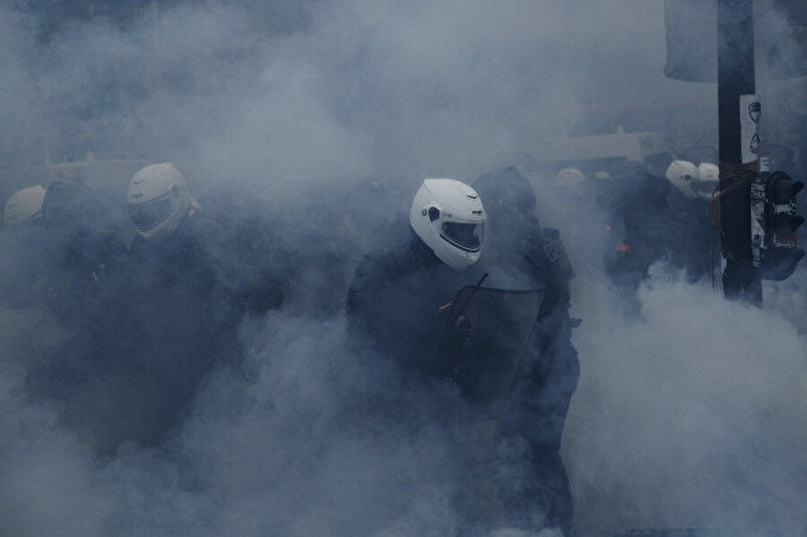 Polisle protestocular arasında arbede yaşandı -AA
