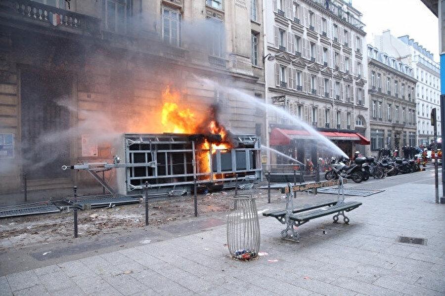 Çevredeki binalar zarar gördü -AA