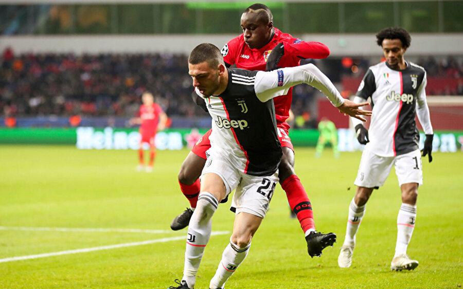 Merih Demiral ilk Şampiyonlar Ligi maçında 90 dakika görev aldı.