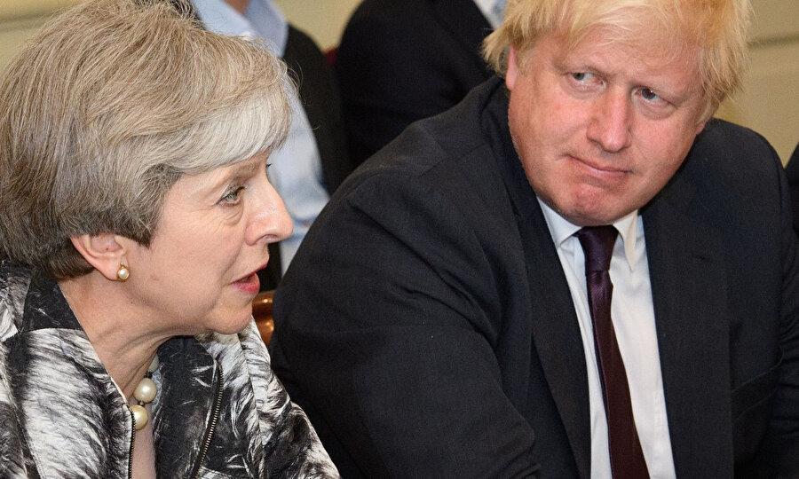 Johnson, Dışişleri Bakanı görevindeyken May istifa etti