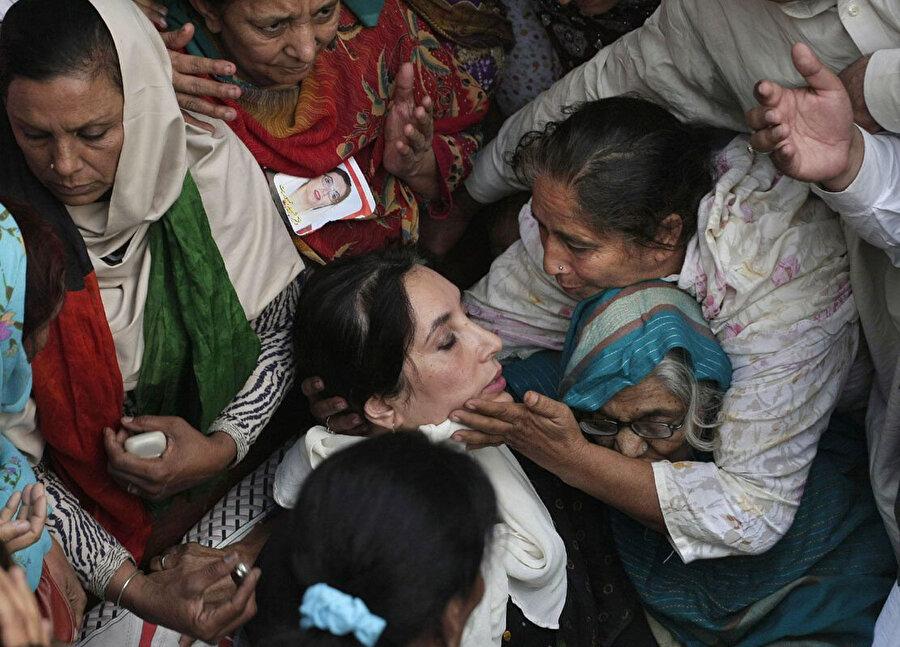 Benazir Butto, 2007 Aralık'ta uğradığı suikast sonucu yaşamını yitirmişti.