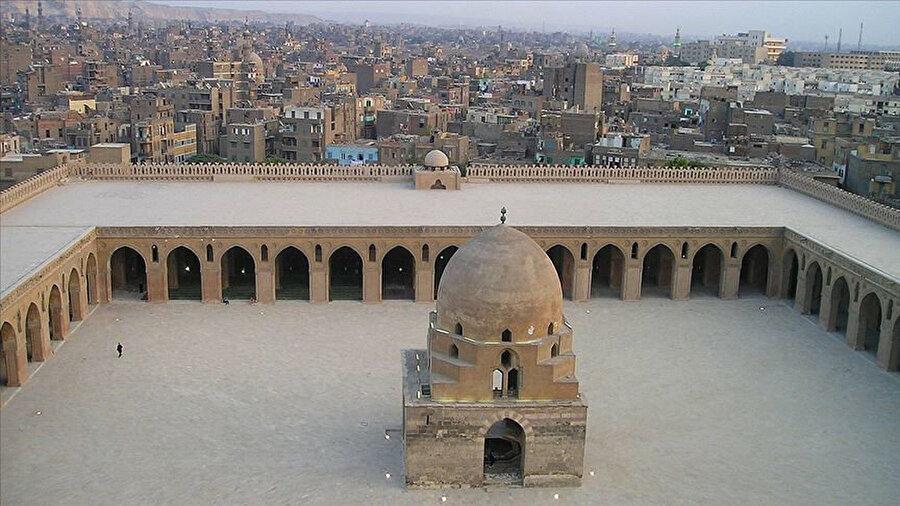 Kahire ve Buhara İslam Dünyası Başkenti oldu.