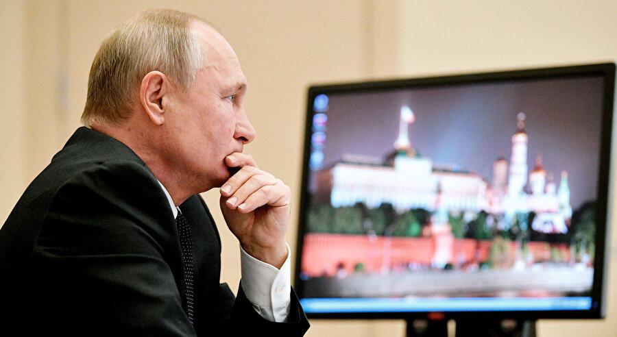 Rusya Devlet Başkanı Putin ve bilgisayarı