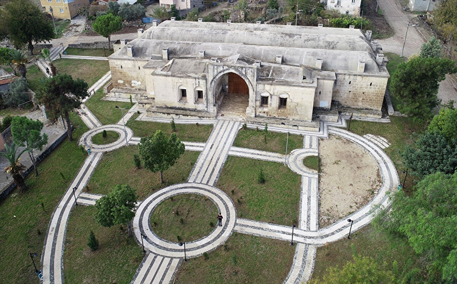 Kurtkulağı Kervansarayı 1700'lü yıllarda Hüseyin Paşa tarafından inşa edildi.