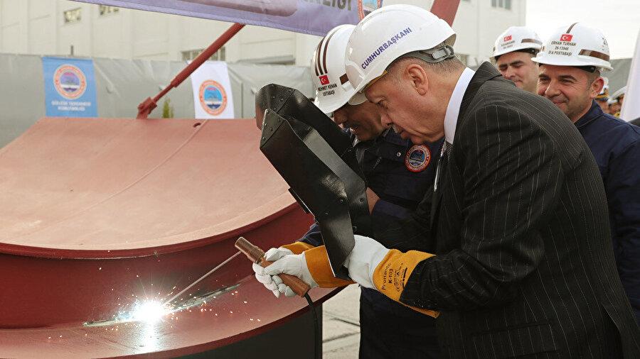 Erdoğan, Seydialireis Denizaltısı'nın temsili ilk kaynağını yaparken
