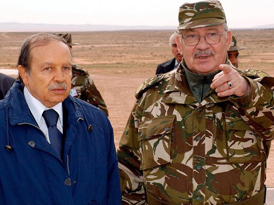 Ahmed Kayid Salih, Cumhurbaşkanı Abdulaziz Buteflika'yla birlikte, 2005.