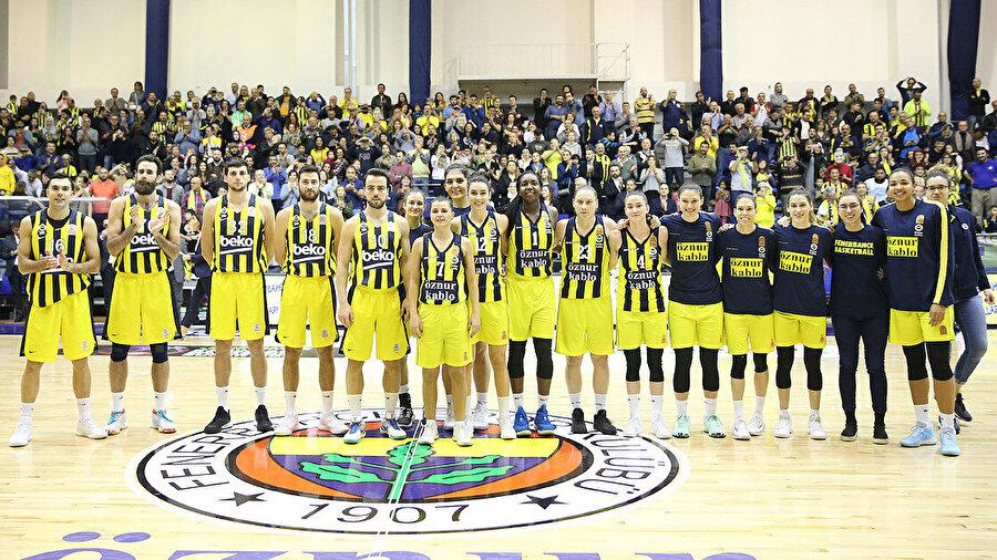 Birsel Vardarlı Fenerbahçe formasıyla 22 kupa kazandı.