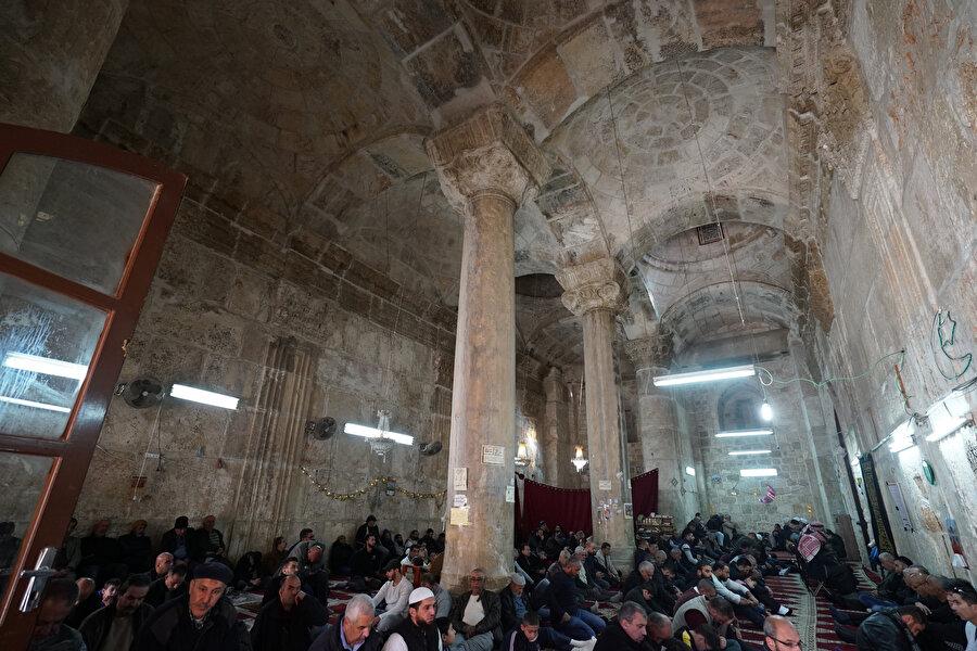 Rahmet Kapısı Mescidi cemaati.