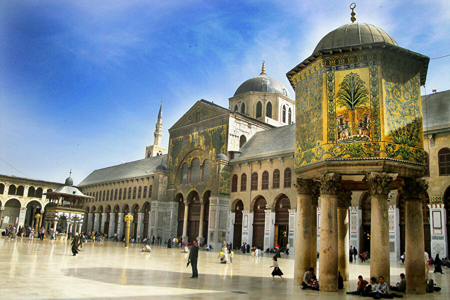 Suriye'nin başkenti Şam'daki Emevi Cami'nin savaştan önceki hali.